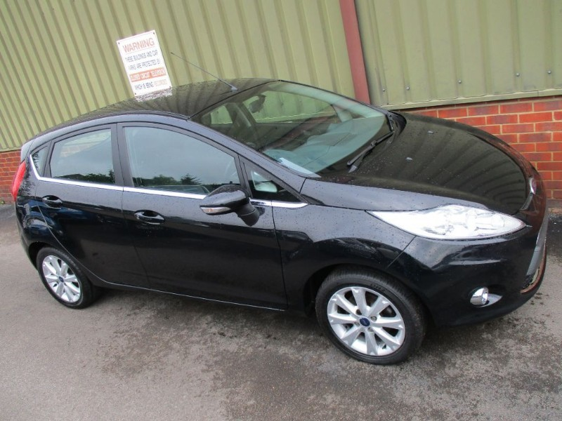 used Ford Fiesta ZETEC 16V 5 Door in wokingham-berkshire