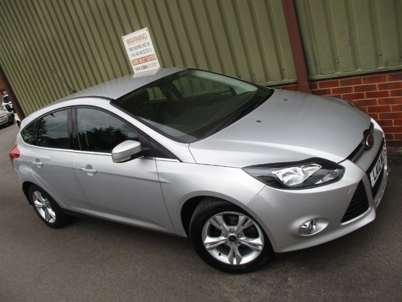 used Ford Focus 1.0 ZETEC 5 Door in wokingham-berkshire