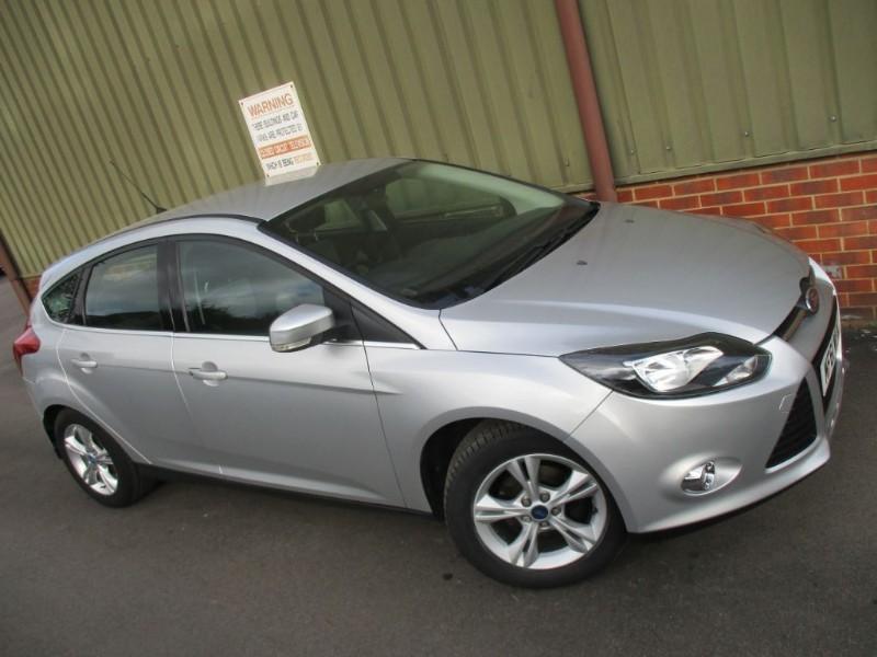 used Ford Focus 1.6 ZETEC 5 Door in wokingham-berkshire