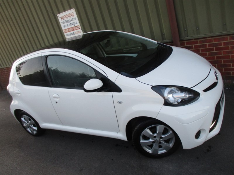 used Toyota Aygo VVT-I MOVE WITH STYLE Sat Nav in wokingham-berkshire