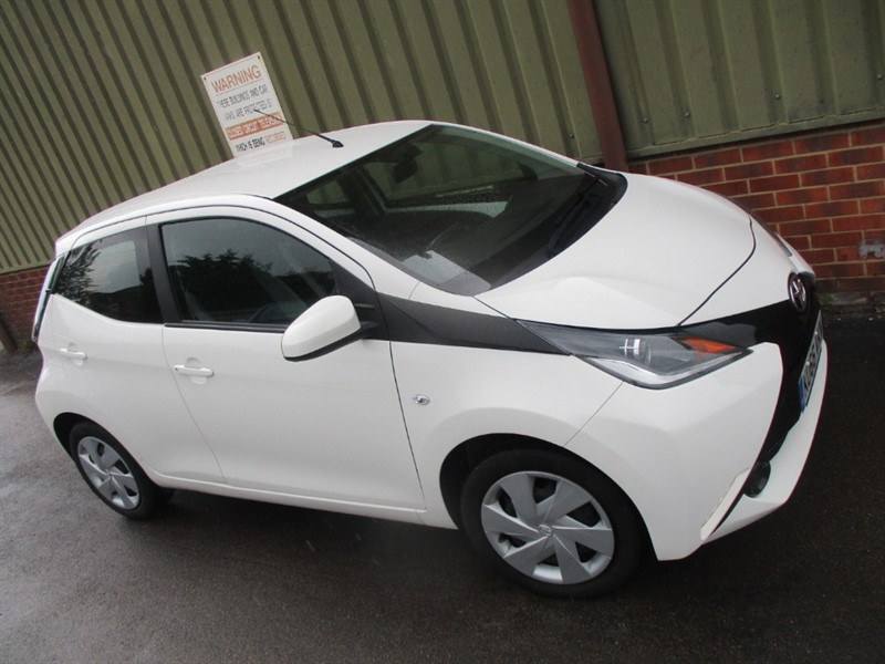 used Toyota Aygo VVT-I X-PLAY 5-Door in wokingham-berkshire