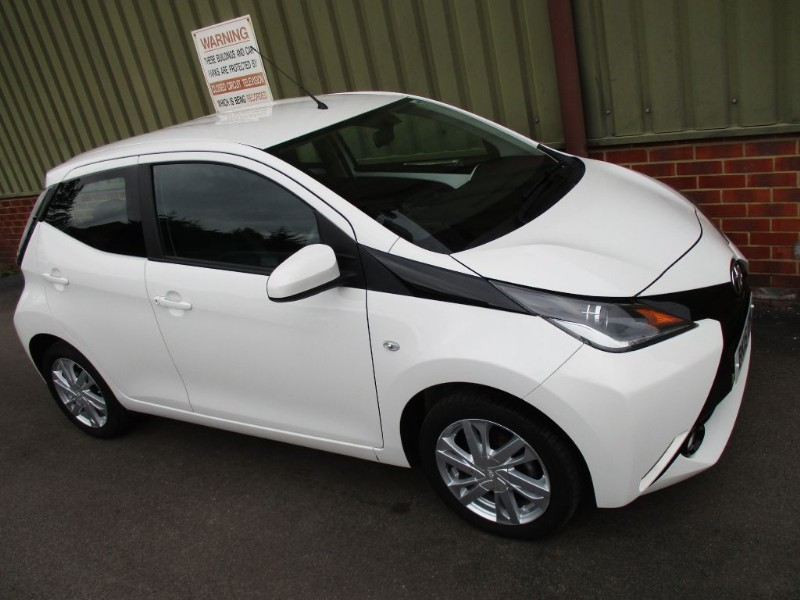 used Toyota Aygo VVT-I X-PRESSION 1.0 5 Door in wokingham-berkshire