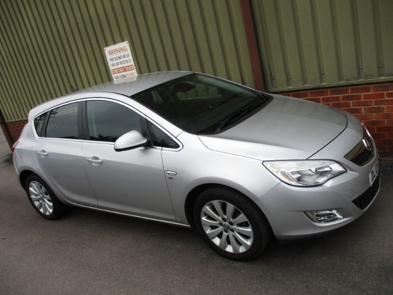 used Vauxhall Astra SE Cruise & Part Leather in wokingham-berkshire