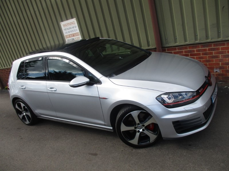used VW Golf GTI PERFORMANCE 2.0 DSG 5 Door in wokingham-berkshire