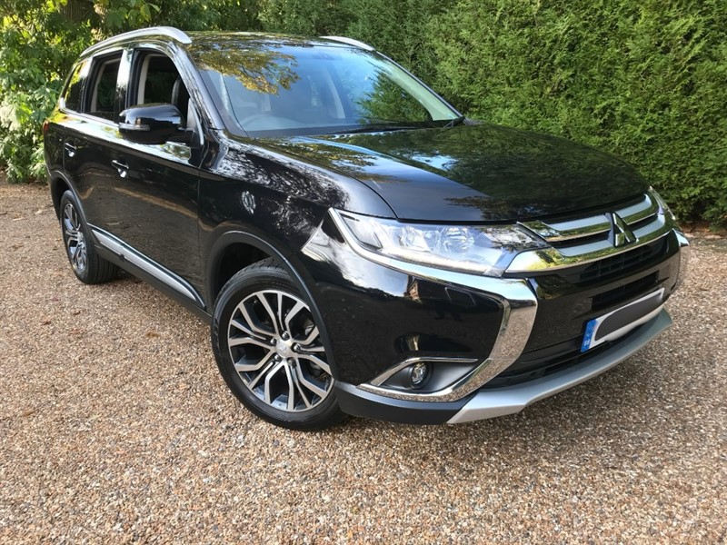 used Mitsubishi Outlander DI-D 4 4X4 ( 7 Seats) in epsom-surrey