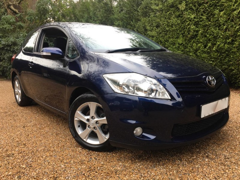 used Toyota Auris TR VVT-I in epsom-surrey