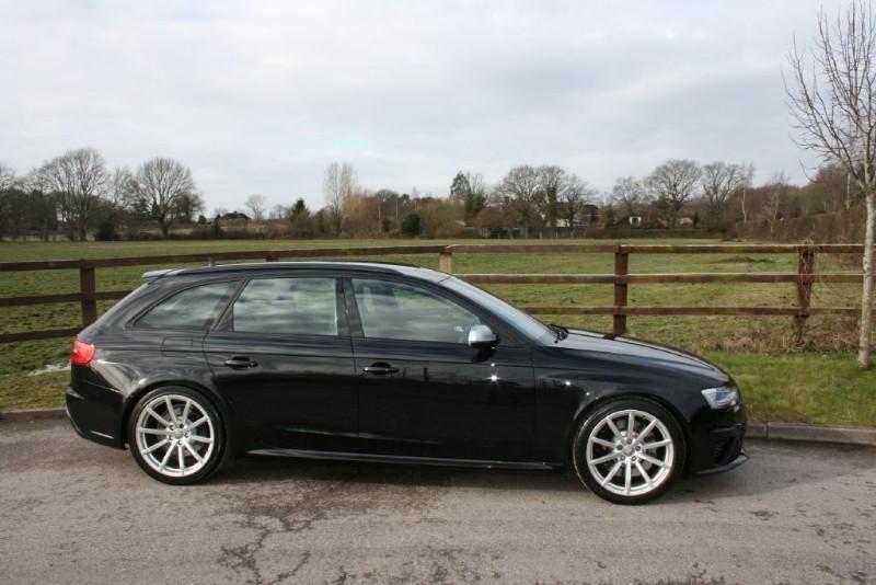 used Audi RS4 Avant RS4 AVANT FSI QUATTRO(reverse camera/sat nav/pano roof) in aldershot-hampshire