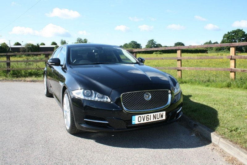 used Jaguar XJ D V6 PORTFOLIO LWB (BIG SPEC/OPENING PANO ROOF) in aldershot-hampshire