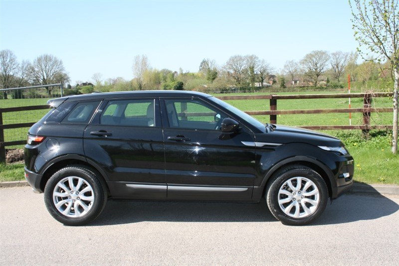 used Land Rover Range Rover Evoque SD4 PURE TECH(sat nav/bluetooth/one owner) in aldershot-hampshire
