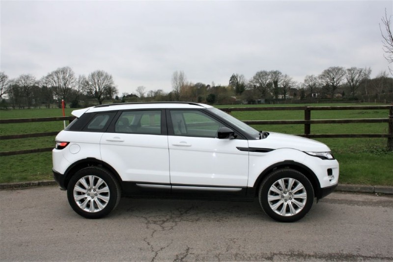 used Land Rover Range Rover Evoque SD4 PURE TECH(pano roof/sat nav/ 6 speed manual) in aldershot-hampshire