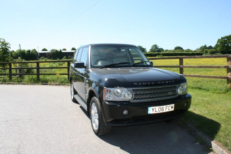 used Land Rover Range Rover TD6 VOGUE SE (REAR ENTERTAINMENT) in aldershot-hampshire