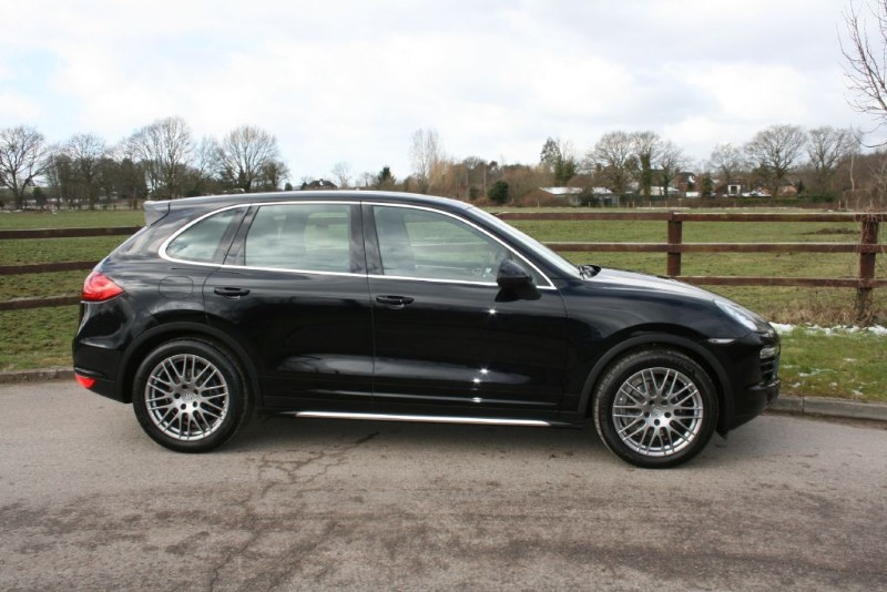 used Porsche Cayenne D V6 TIPTRONIC(PASM/AIR SUSP/BOSE/PANO ROOF/SAT NAV) in aldershot-hampshire