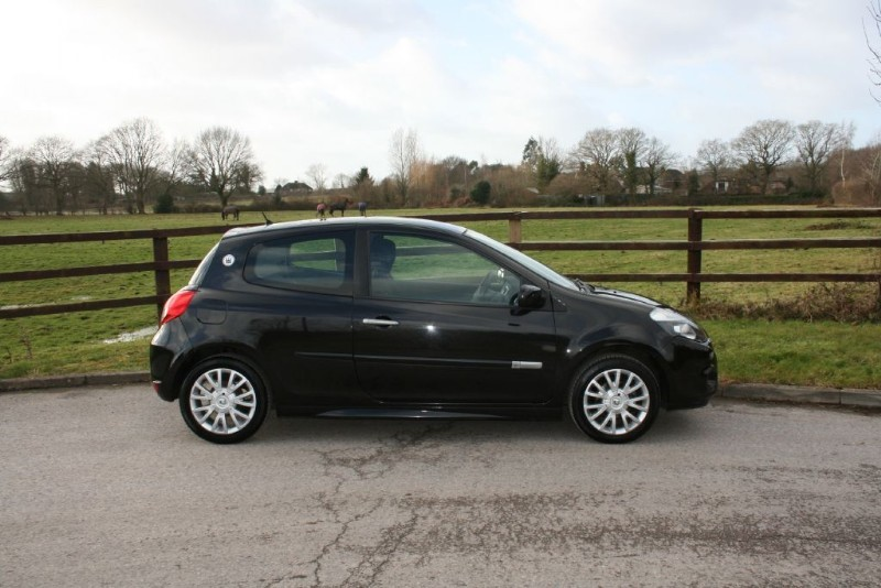 used Renault Clio DYNAMIQUE 16V in aldershot-hampshire