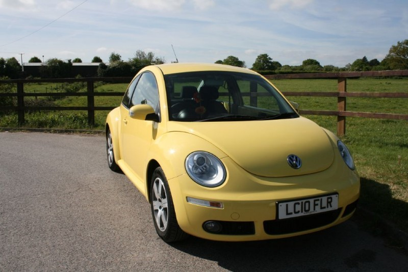 used VW Beetle LUNA 16V in aldershot-hampshire