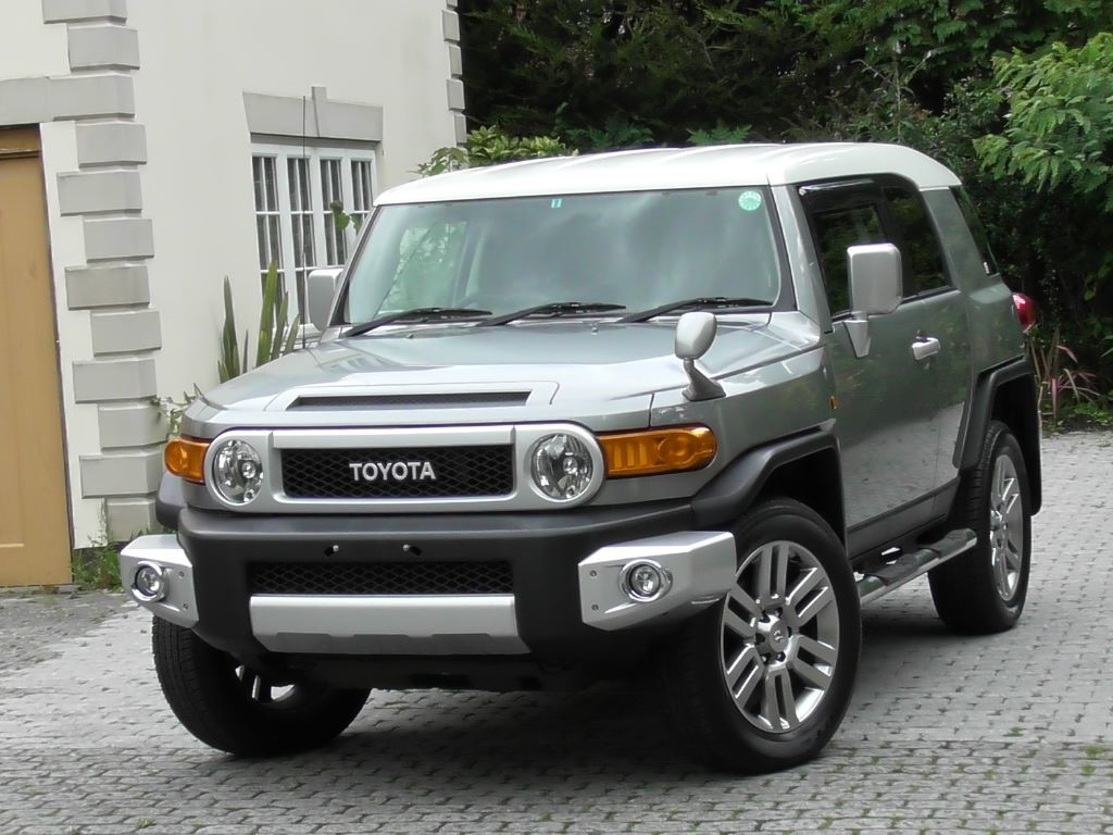 used gunmetal grey met with white roof toyota fj cruiser for sale surrey. Black Bedroom Furniture Sets. Home Design Ideas