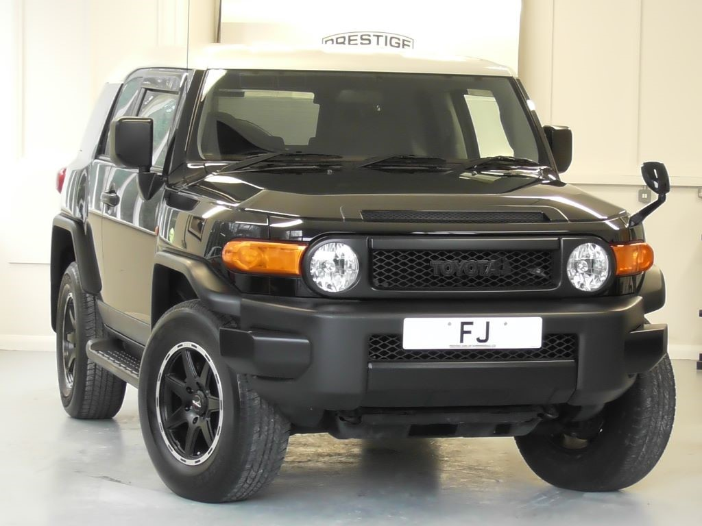 used black met with white roof toyota fj cruiser for sale surrey. Black Bedroom Furniture Sets. Home Design Ideas