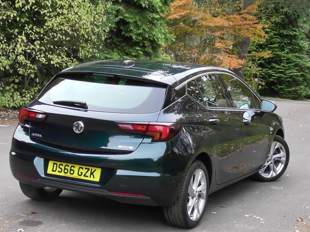 used emerald green metallic vauxhall astra for sale surrey. Black Bedroom Furniture Sets. Home Design Ideas