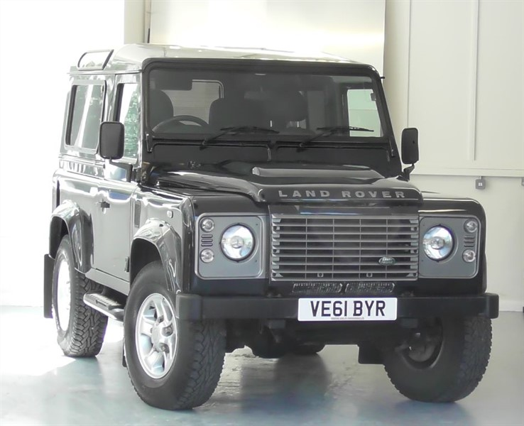 used Land Rover Defender 90 TD XS STATION WAGON in windlesham-surrey