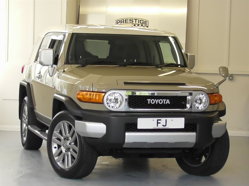 used Toyota FJ Cruiser 4.0 V6 Auto 4X4 SUV Right Hand Drive in windlesham-surrey