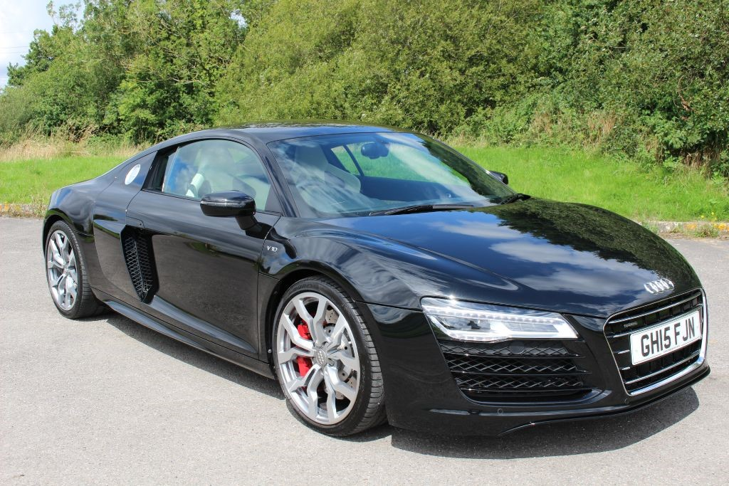 used Audi R8 5.2 V10 QUATTRO COUPE (ST NAV) in Hampshire