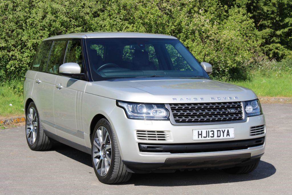 used Land Rover Range Rover 3.0 TDV6 VOGUE (SAT NAV/TV) in Hampshire