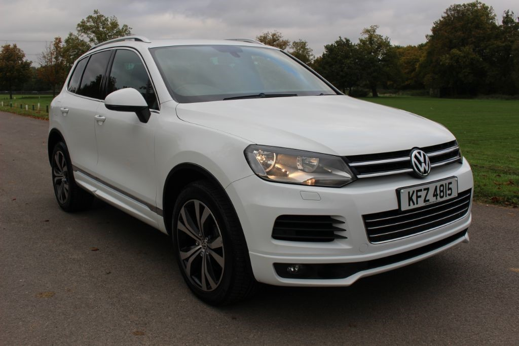 used VW Touareg 3.0 V6 ALTITUDE TDI BLUEMOTION TECHNOLOGY (SAT NAV) in Hampshire