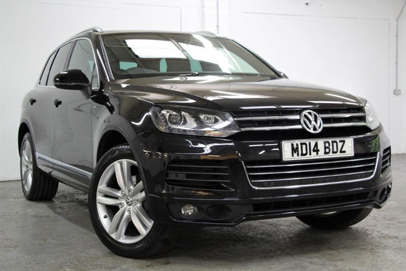 used VW Touareg V6 Tdi R Line BlueMotion Tech [245] (PAN ROOF, HUGE SPEC !!) in west-byfleet-surrey