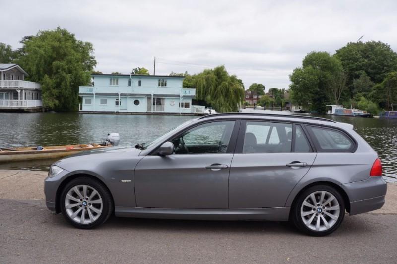 used BMW 318i SE TOURING in hampton-court-surrey