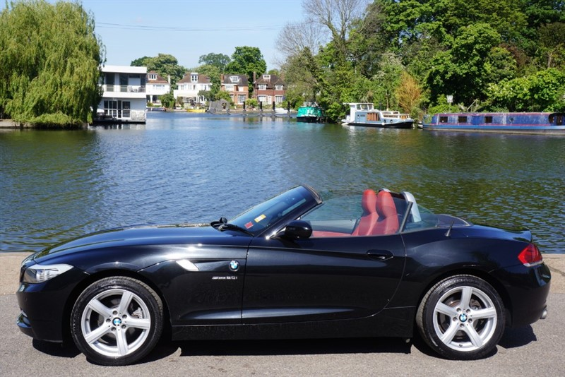 used BMW Z4 SDRIVE20I ROADSTER in hampton-court-surrey