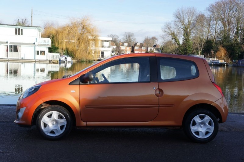 used Renault Twingo EXTREME in hampton-court-surrey