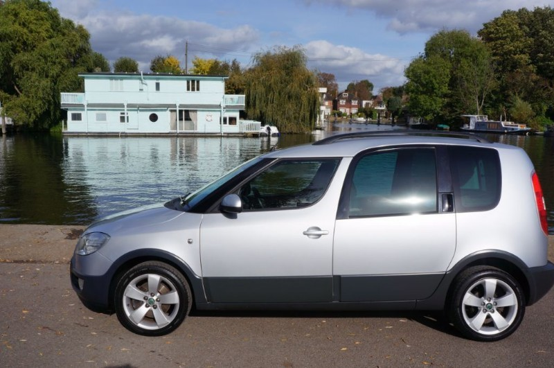 used Skoda Roomster SCOUT 16V in hampton-court-surrey