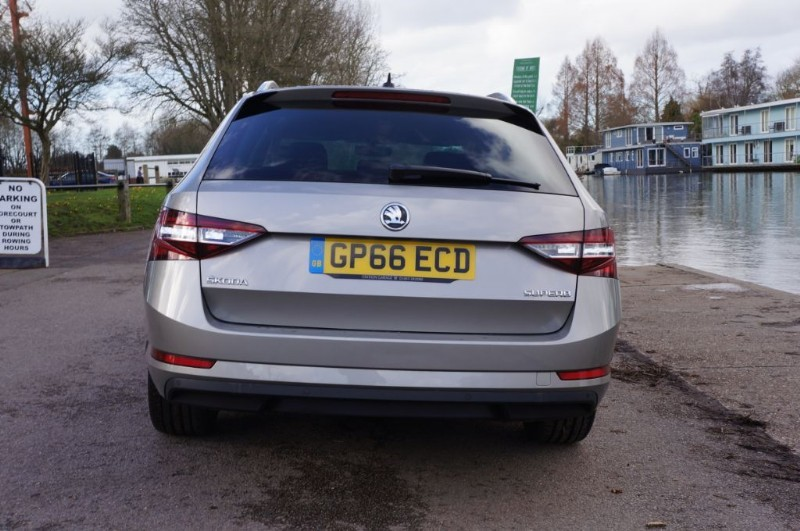 used Skoda Superb SE L EXECUTIVE TDI DSG in hampton-court-surrey