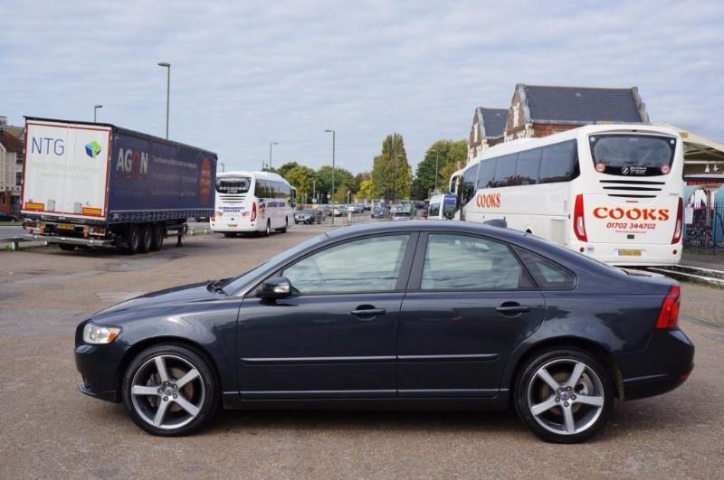 used Volvo S40 SE LUX D in hampton-court-surrey