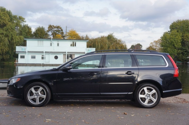 used Volvo V70 D3 SE in hampton-court-surrey