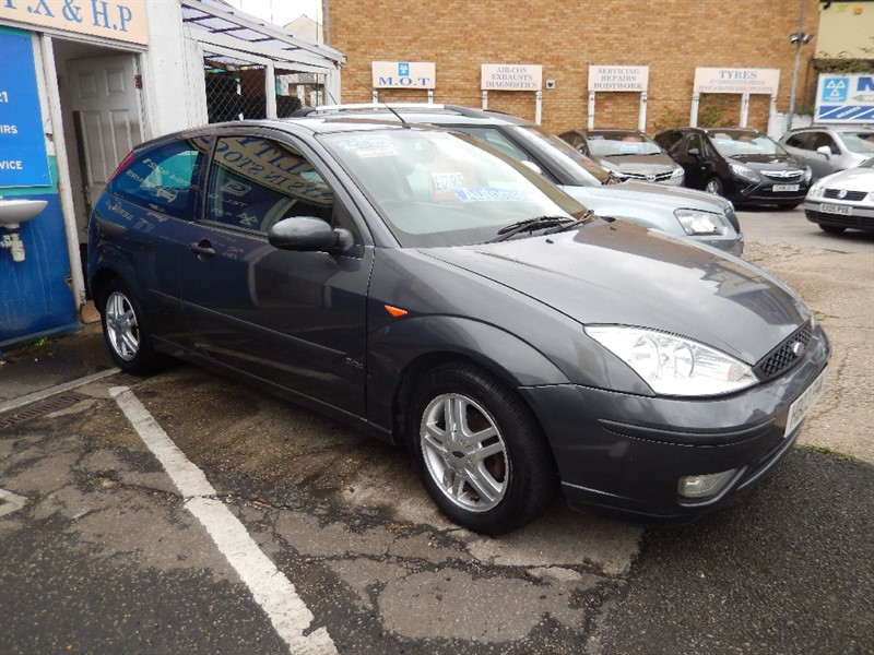 Used Ford Focus 1.6 ZETEC 3DR AUTOMATIC in croydon