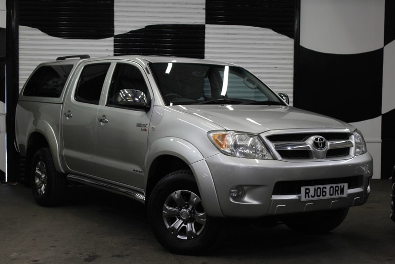 used Toyota Hilux INVINCIBLE SWB 4X4 DCP in basingstoke-hampshire