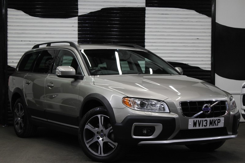 used Volvo XC70 D5 SE LUX AWD in basingstoke-hampshire