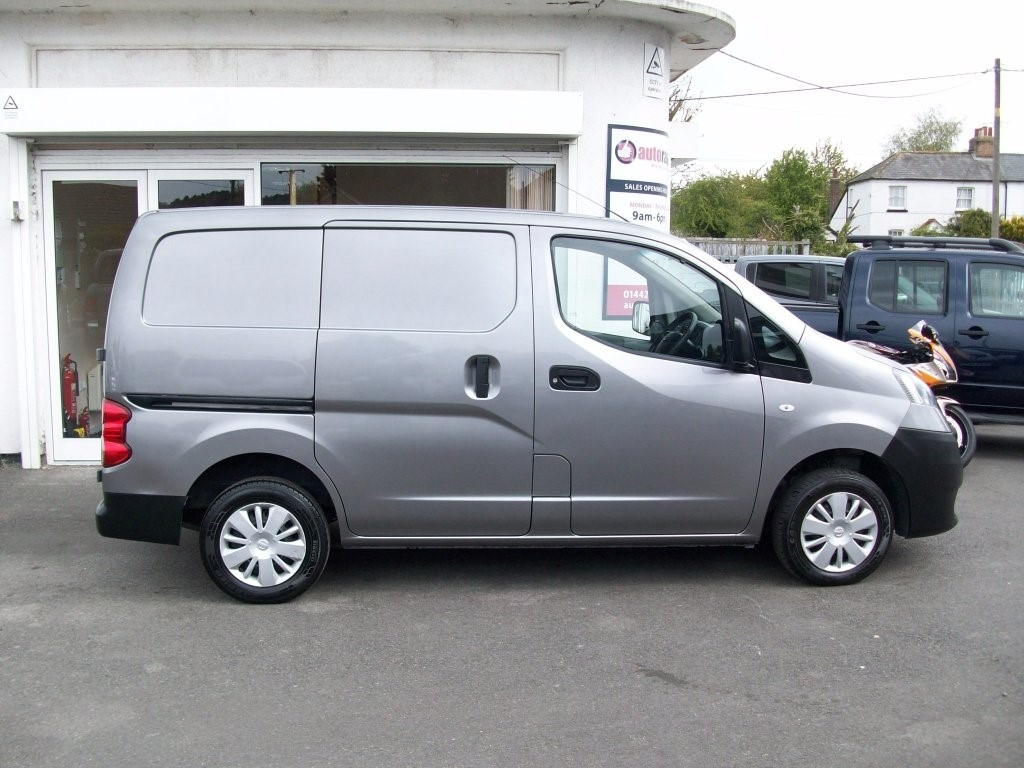 nissan nv200 in nr tring hertfordshire compucars. Black Bedroom Furniture Sets. Home Design Ideas