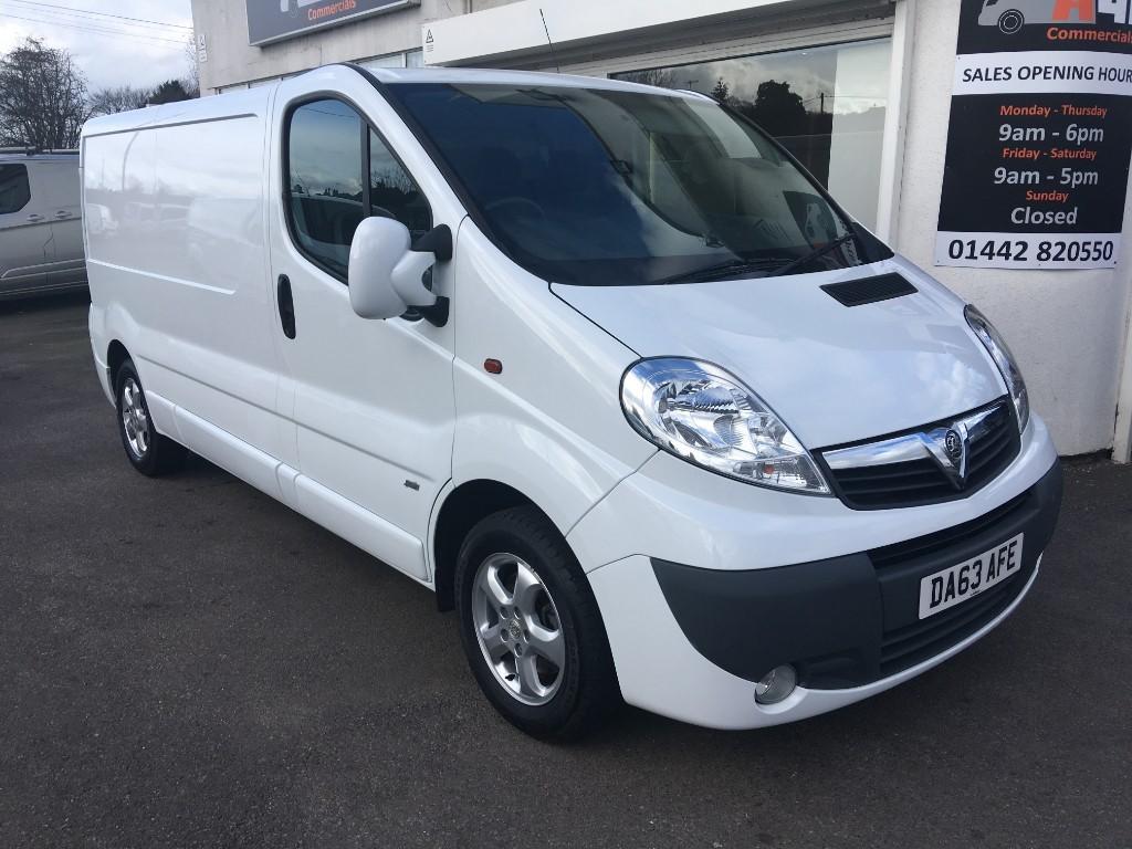 74a0769b0a Used White Vauxhall Vivaro for Sale