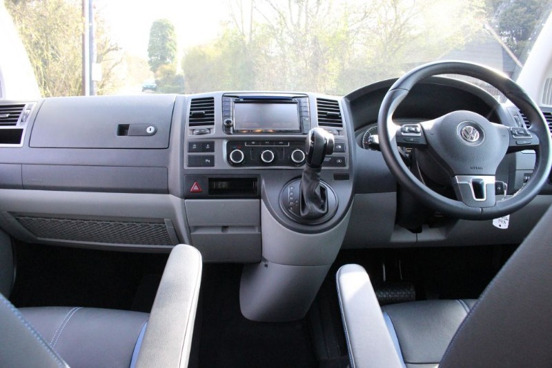 VW Transporter T30 TDI KOMBI BMT HIGHLINE | Quirks Car Company