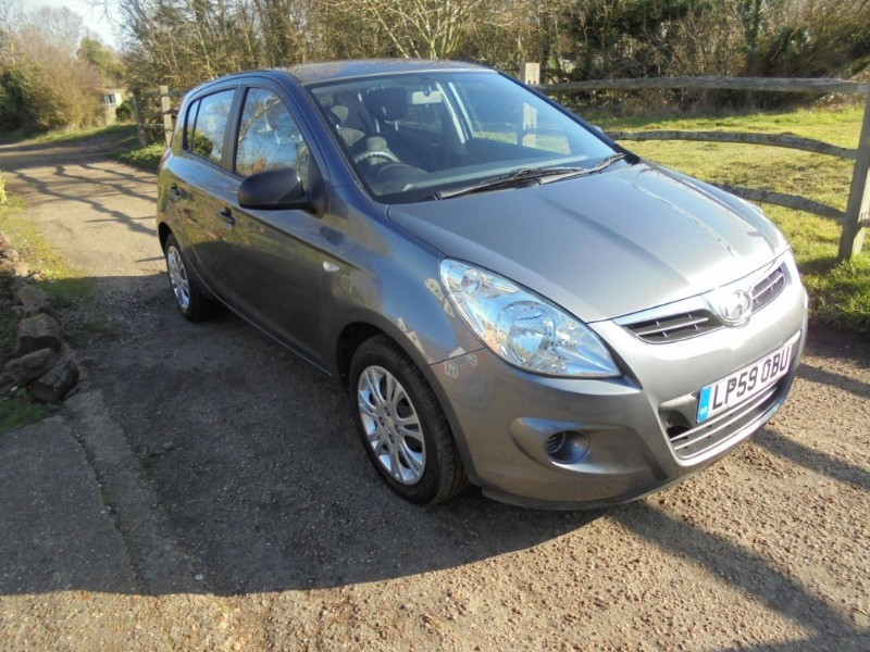 used Hyundai i20 I20 CLASSIC 5 DOOR in leatherhead-surrey