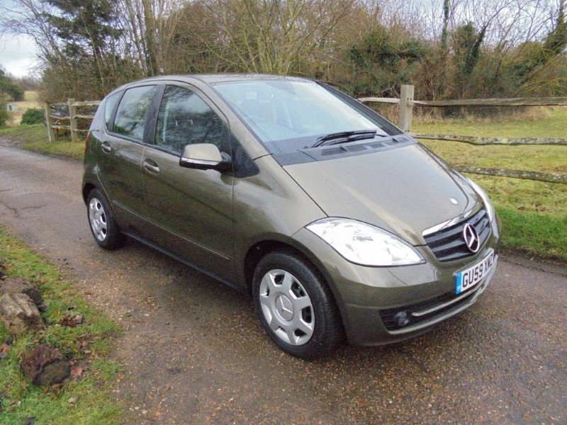 used Mercedes A160 CLASSIC SE AUTOMATIC 5 DOOR in leatherhead-surrey