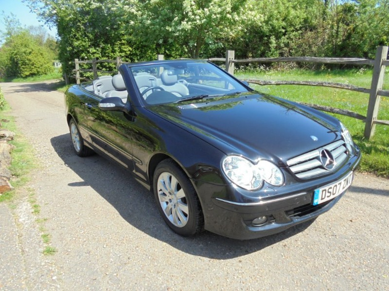 used Mercedes  CLK CLK200 KOMPRESSOR  ELEGANCE CONVERTIBLE  in leatherhead-surrey