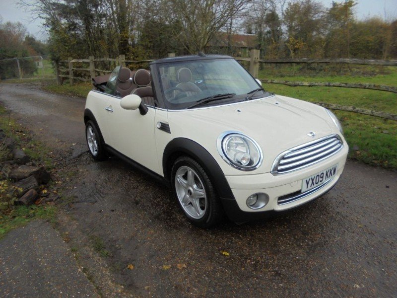 used MINI Convertible 1.6 COOPER  CONVERTIBLE WHITE TAN ROOF  in leatherhead-surrey
