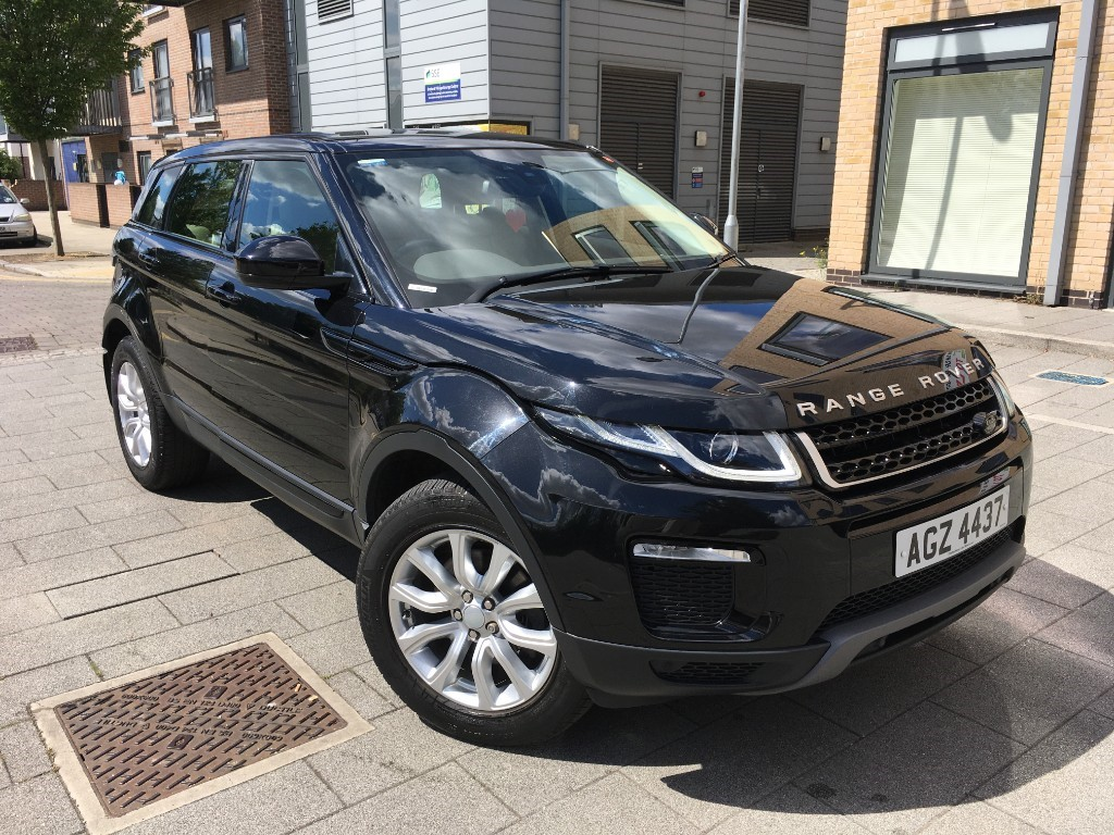 used Land Rover Range Rover Evoque LAND ROVER RANGE ROVER EVOGUE  2.0 TD4 SE TECH AUTO 4WD (S/S) 5DRS in essex