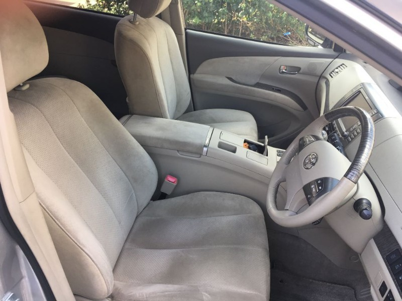Used silver toyota estima for sale essex fandeluxe Images