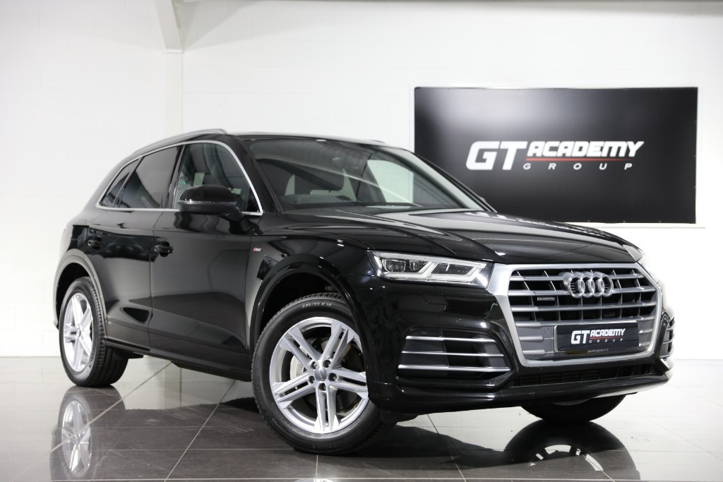 used Audi Q5 2.0TFSI QUATTRO S LINE - 1 OWNER - PAN ROOF - TECH PACK in tring-hertfordshire