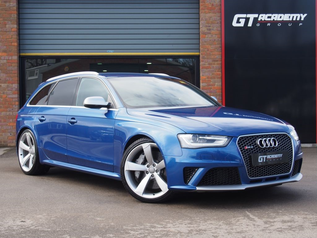 used Audi RS4 Avant 4.2 AVANT FSI QUATTRO AUDI LAUNCH CAR - VERY HIGH SPEC in tring-hertfordshire