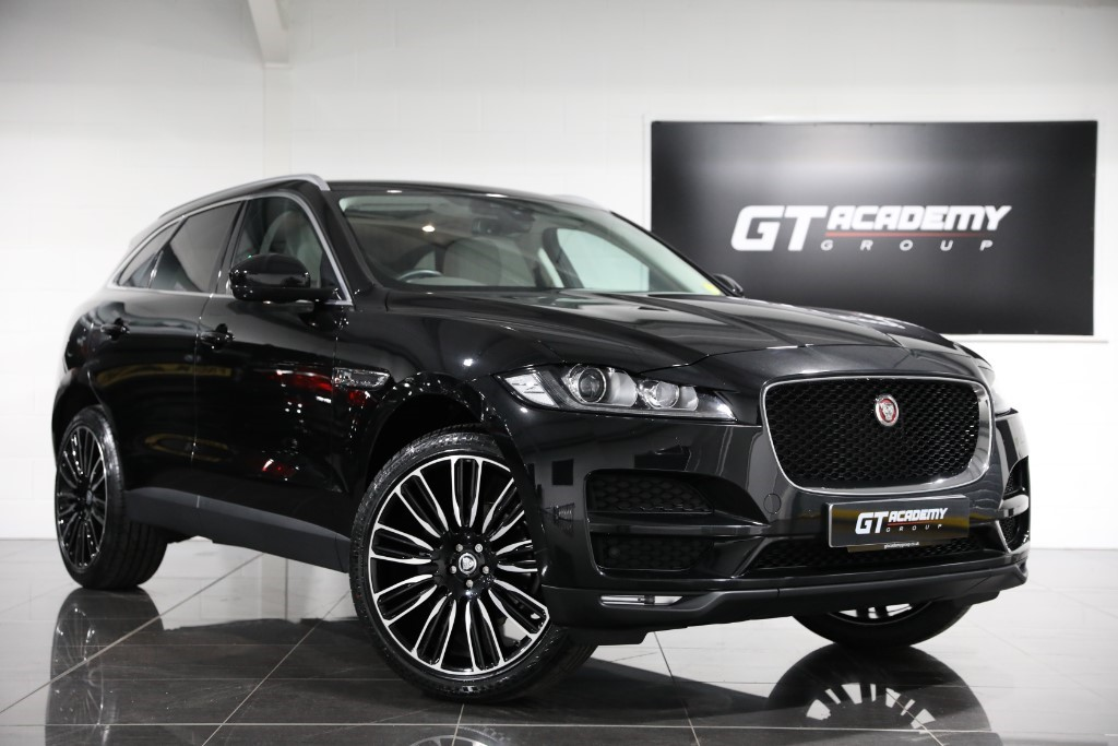 used Jaguar F-Pace 2.0D AWD PORTFOLIO 1 OWNER - PAN ROOF - SERVICE PACK in tring-hertfordshire