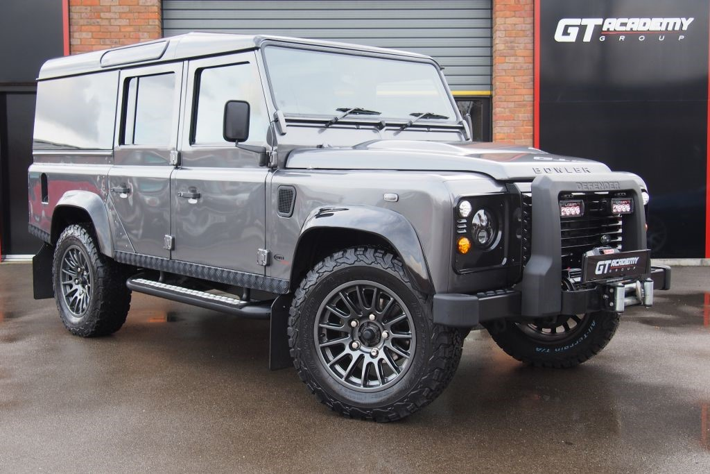 used Land Rover Defender 110 TD XS UTILITY BOWLER - AUTOMATIC in tring-hertfordshire